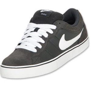 Nike Isolate 2 Sneaker